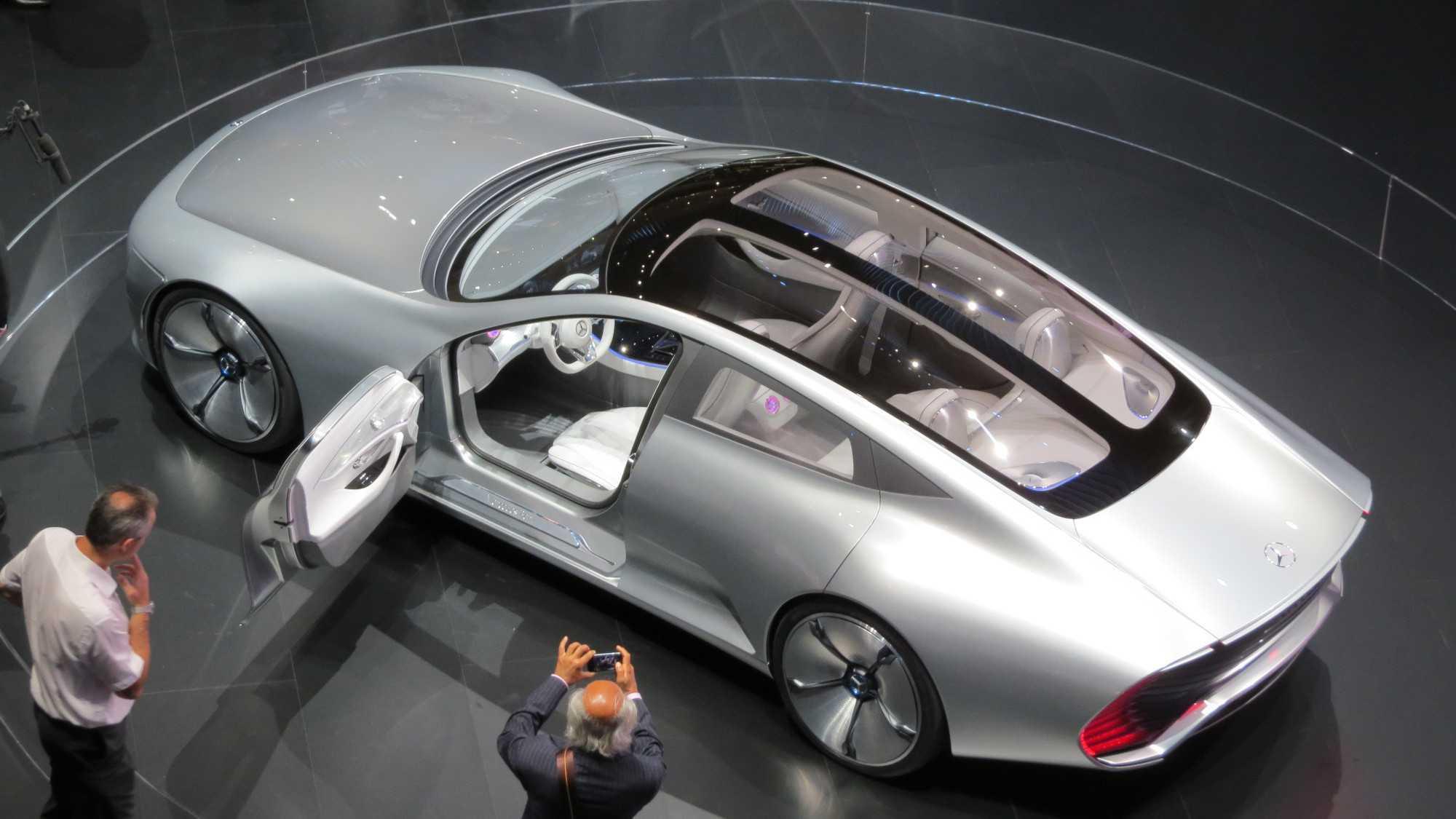 Die Fahrzeuge der Zukunft sollen Teil des Internet of Things sein und Daten in die Cloud senden...