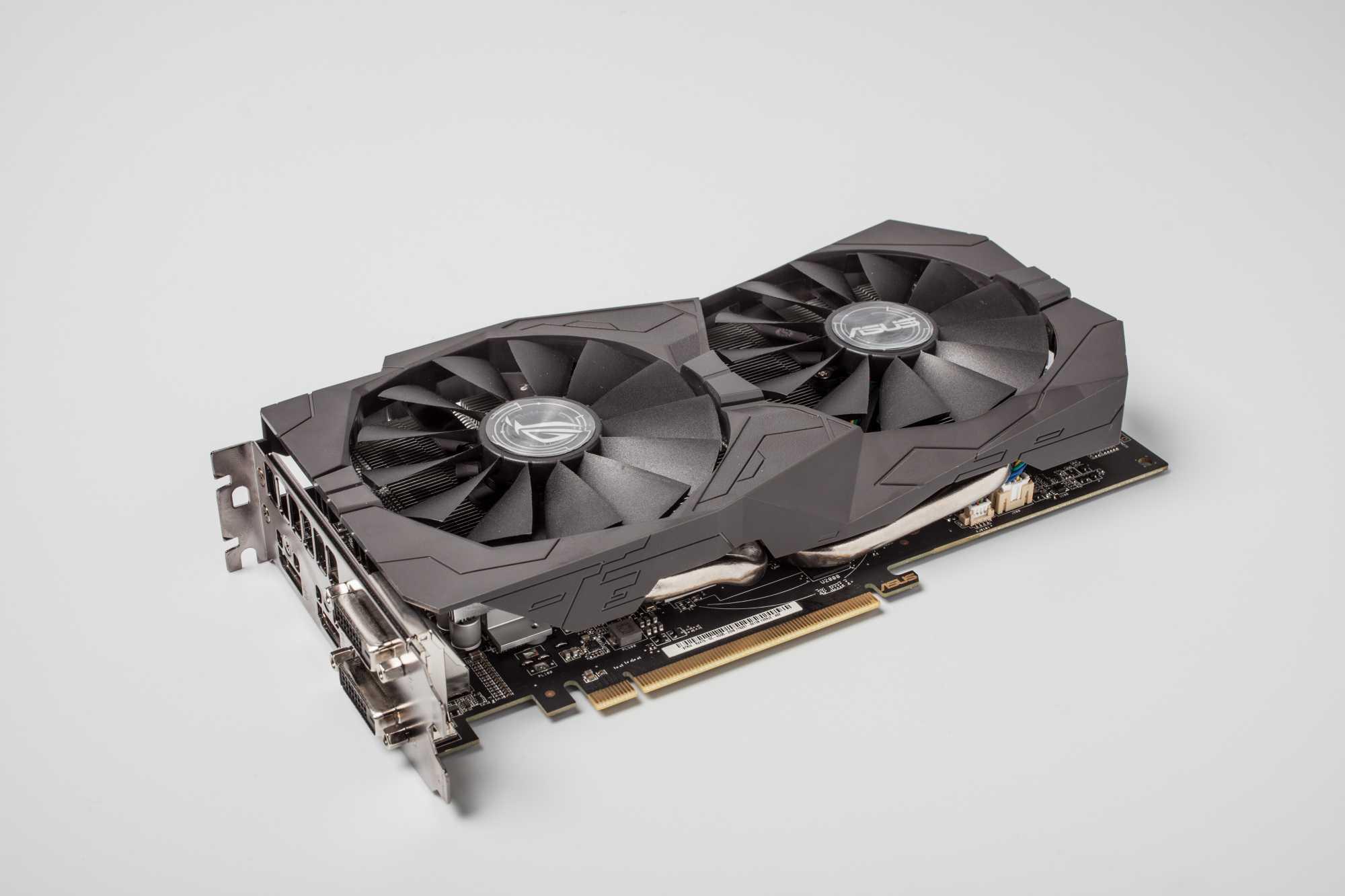 Die übertaktete Radeon RX 470 von Asus hat 4 GByte Speicher und stellt Spiele in Full HD ruckelfrei dar.