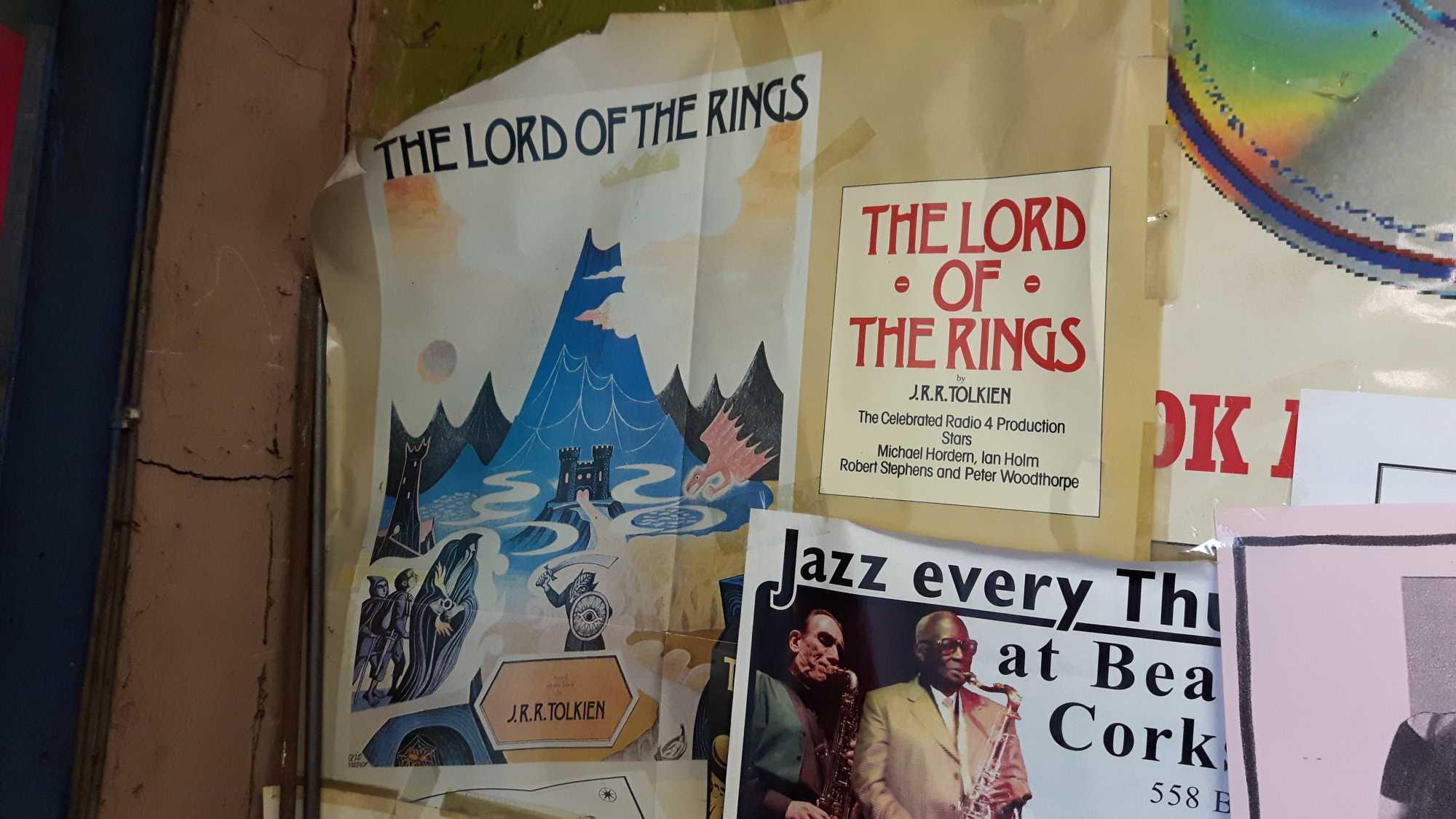 In Plattenläden dürfen auch ältere Poster und Werbeanzeigen etwas länger verweilen