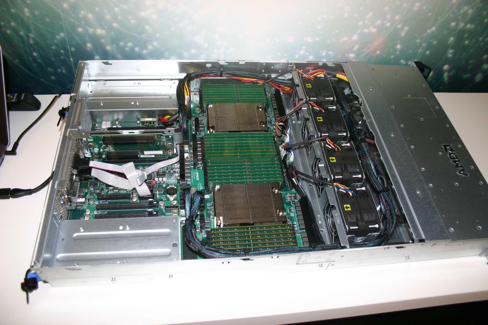 Das Naples-System mit 32 DIMMs á 16 GByte