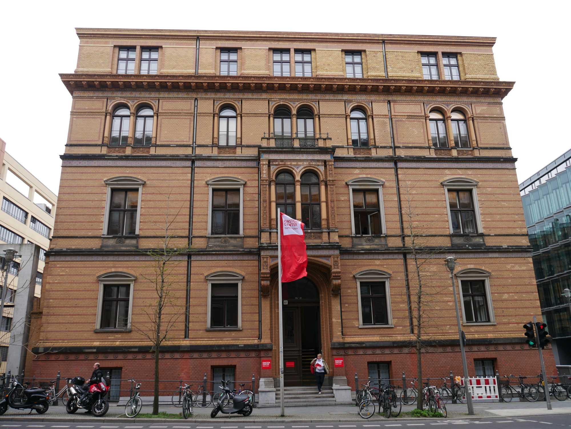 In diesem Gebäude ist das ECDF untergebracht.