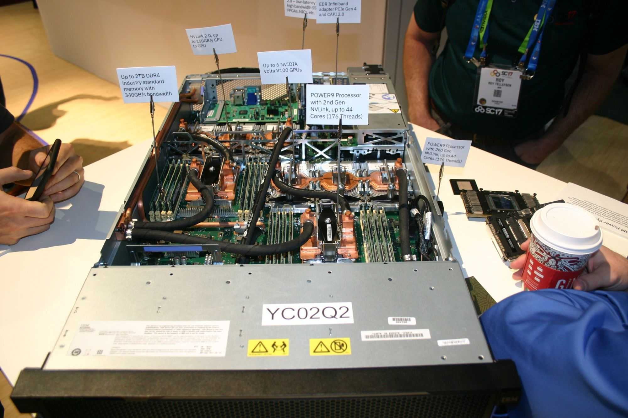 IBM Power 922SC mit bis zu 6 NVidia Volta-GPUs, verknüpft mit Nvlink2 kommt auf eine Spitzenleistung von über 30 TFlops bei doppelter Genauigkeit