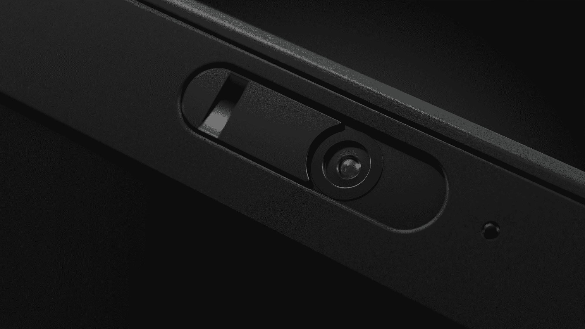 Die Webcam lässt sich mechanisch abdecken.