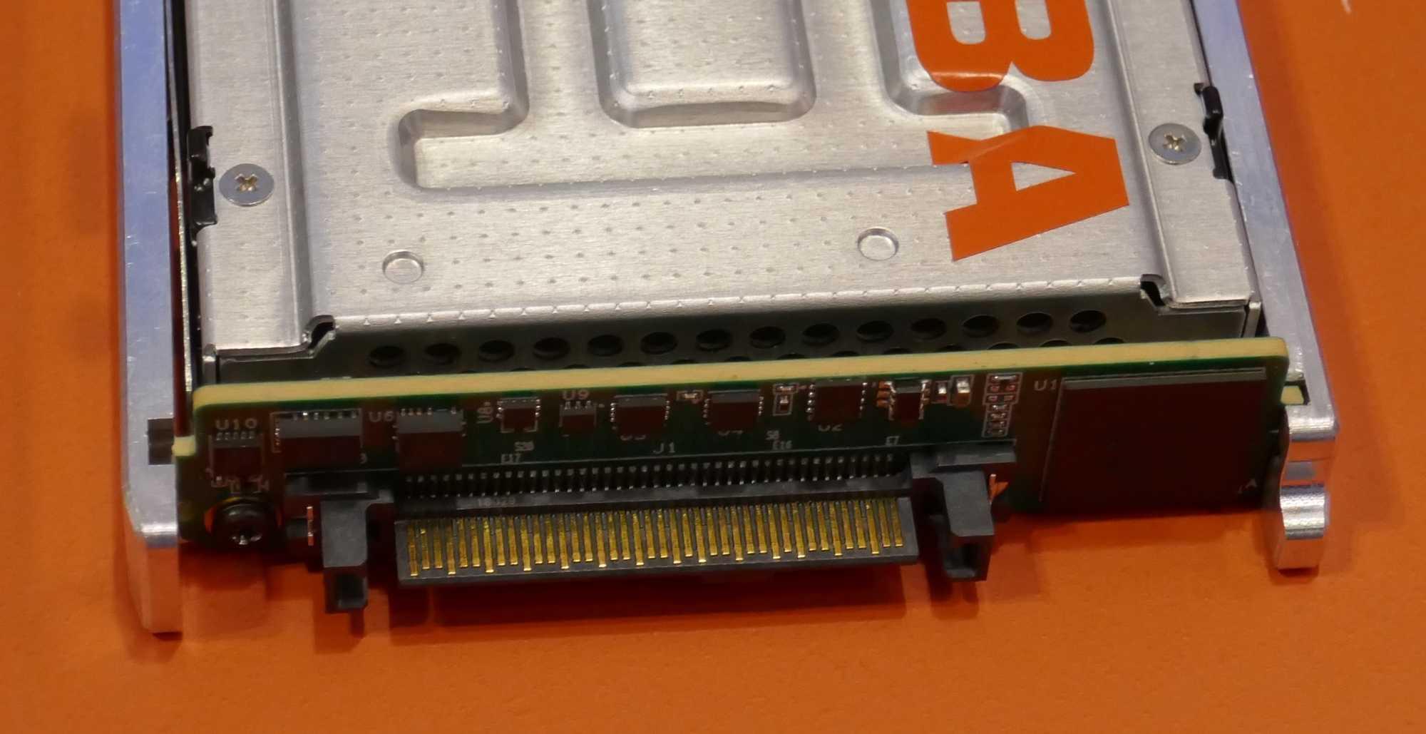 Ab ins Netz. Der Marvell-Controller 88SN2400 bringt einer NVMe-SSD NMVeoF bei.