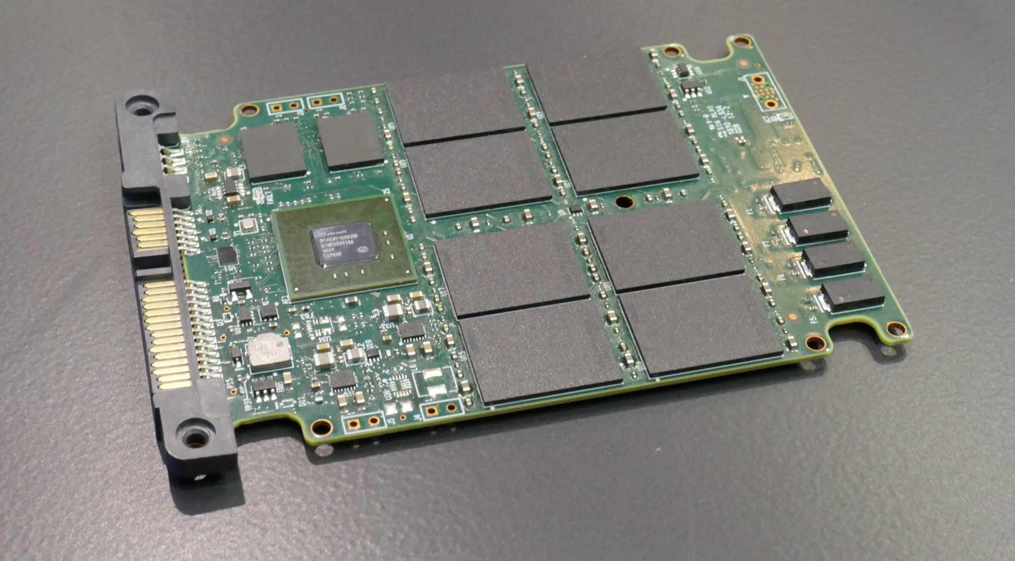 Prototyp einer SATA-SSD mit QLC-Flash.