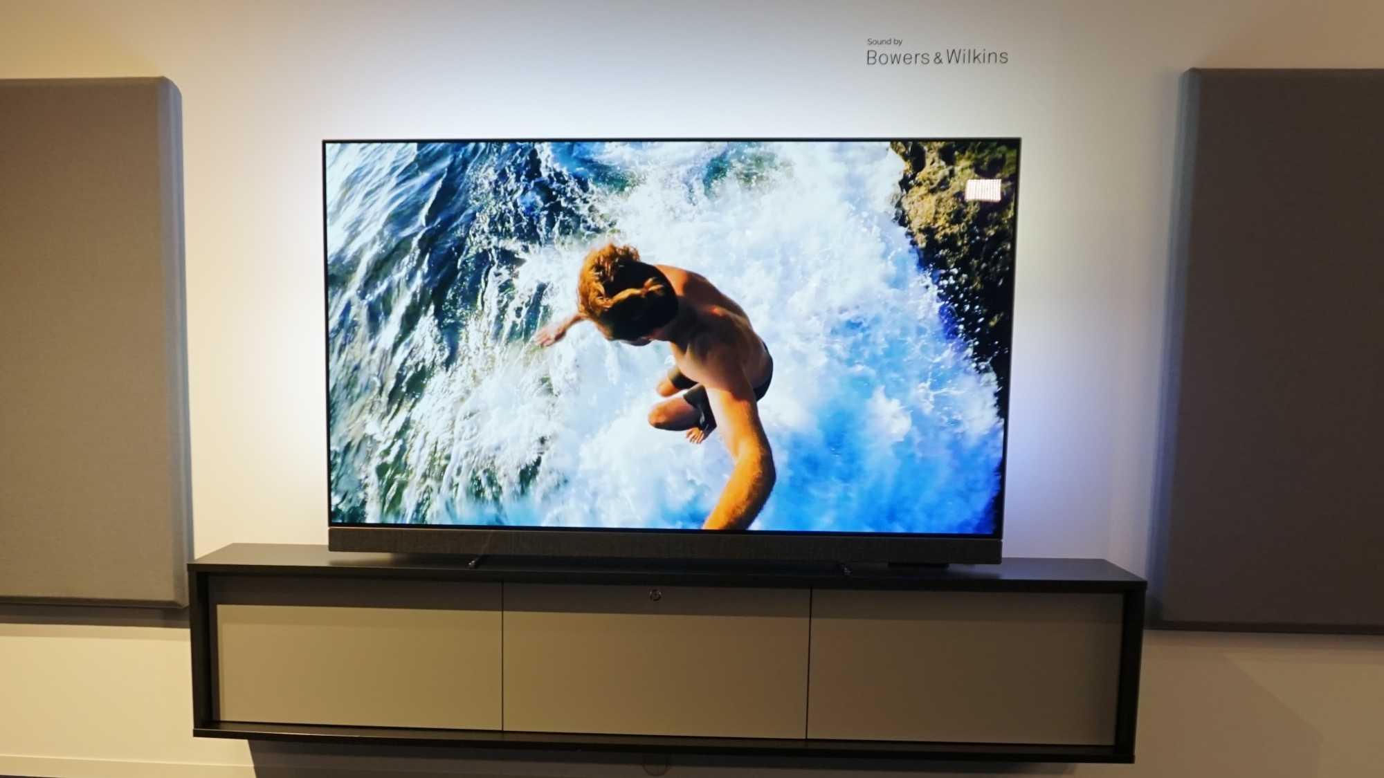 Flachbildfernseher mit Wumms: Philips kooperiert bei OLED 903 mit Bowers und Wilkens