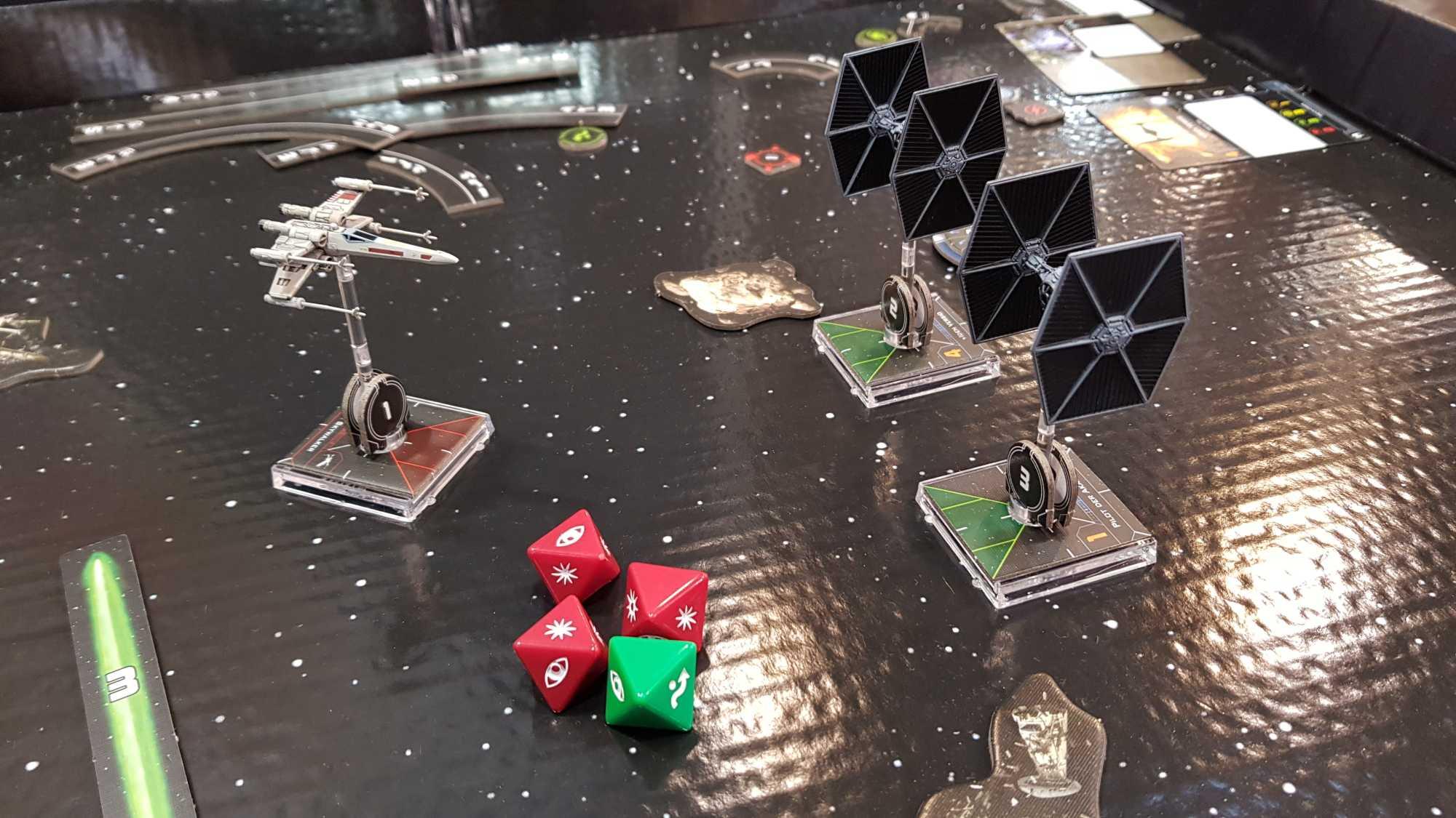 Jedes Jahr auf der SPIEL zu finden: Das Star Wars X-Wing Miniaturenspiel. Das Tabletop mit den hübschen Raumschiffmodellen kommt 2018 allerdings mit überholtem Regelwerk und neuen Features daher.
