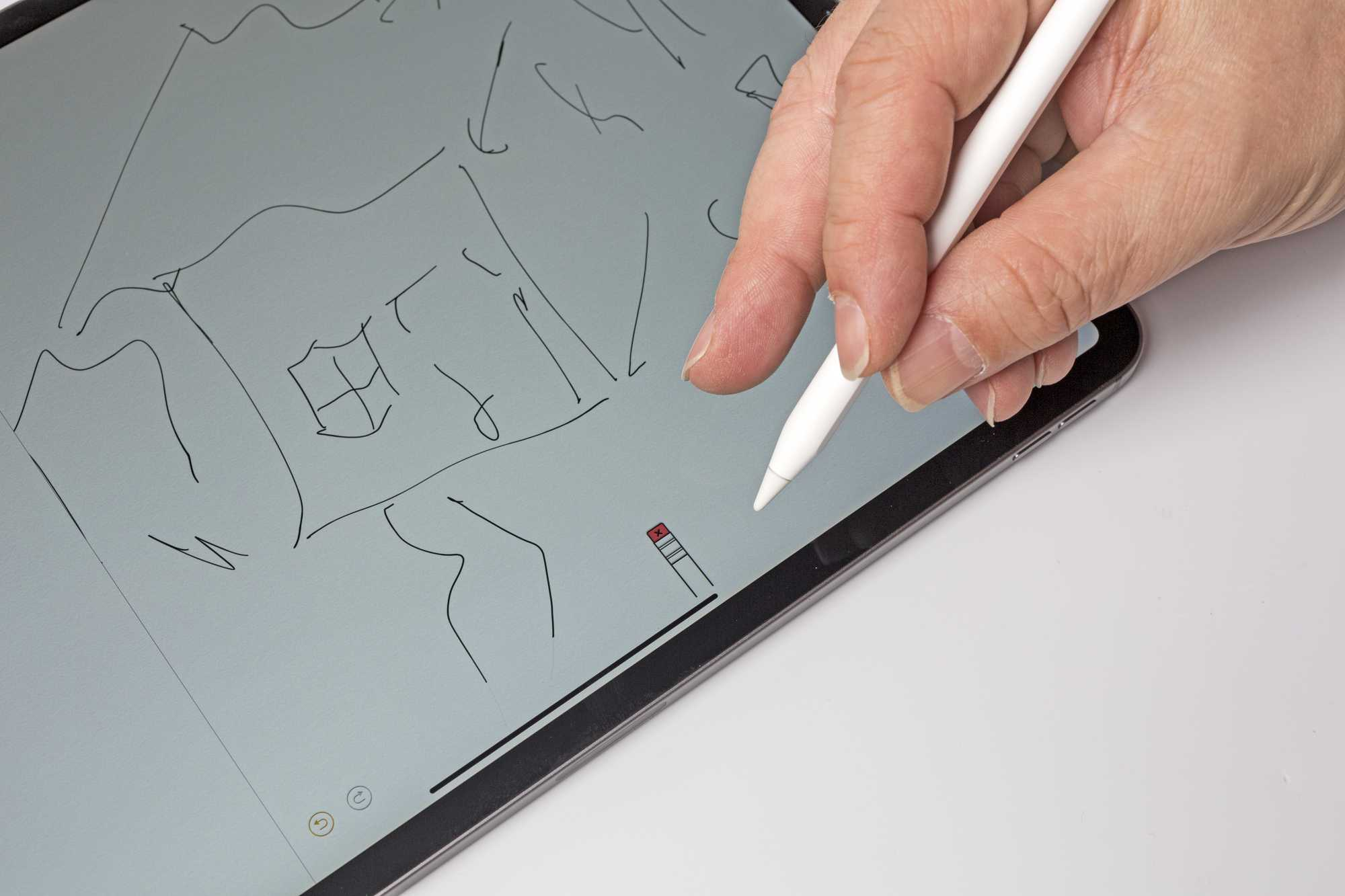 Der Pencil besitzt nun einen Touch-Sensor, mit dem man durch einen Fingertipp schnell zwischen Grundfunktionen wie Pinsel und Radiergummi umschalten kann.