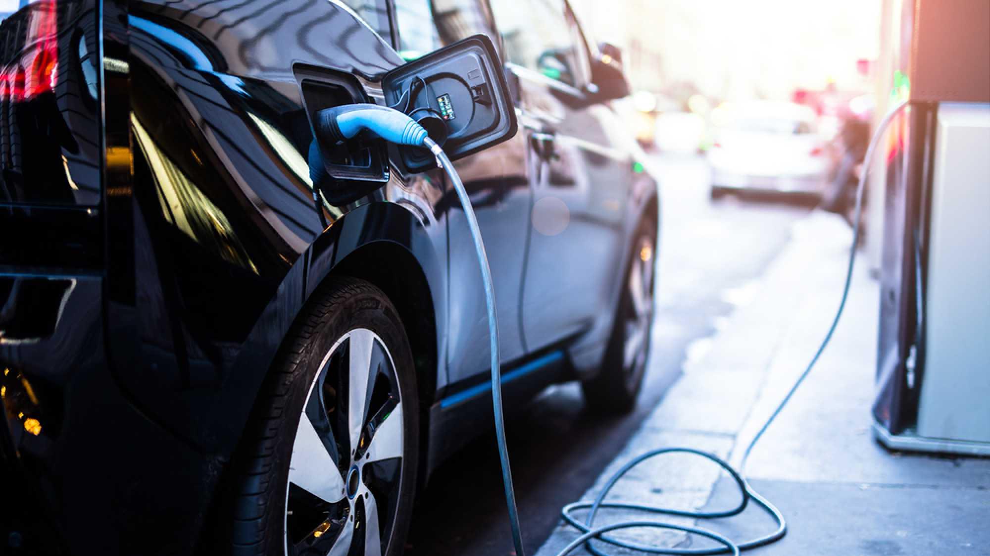 Bidirektionale Ladesäule: Wenn das E-Auto Strom für die Waschmaschine liefert