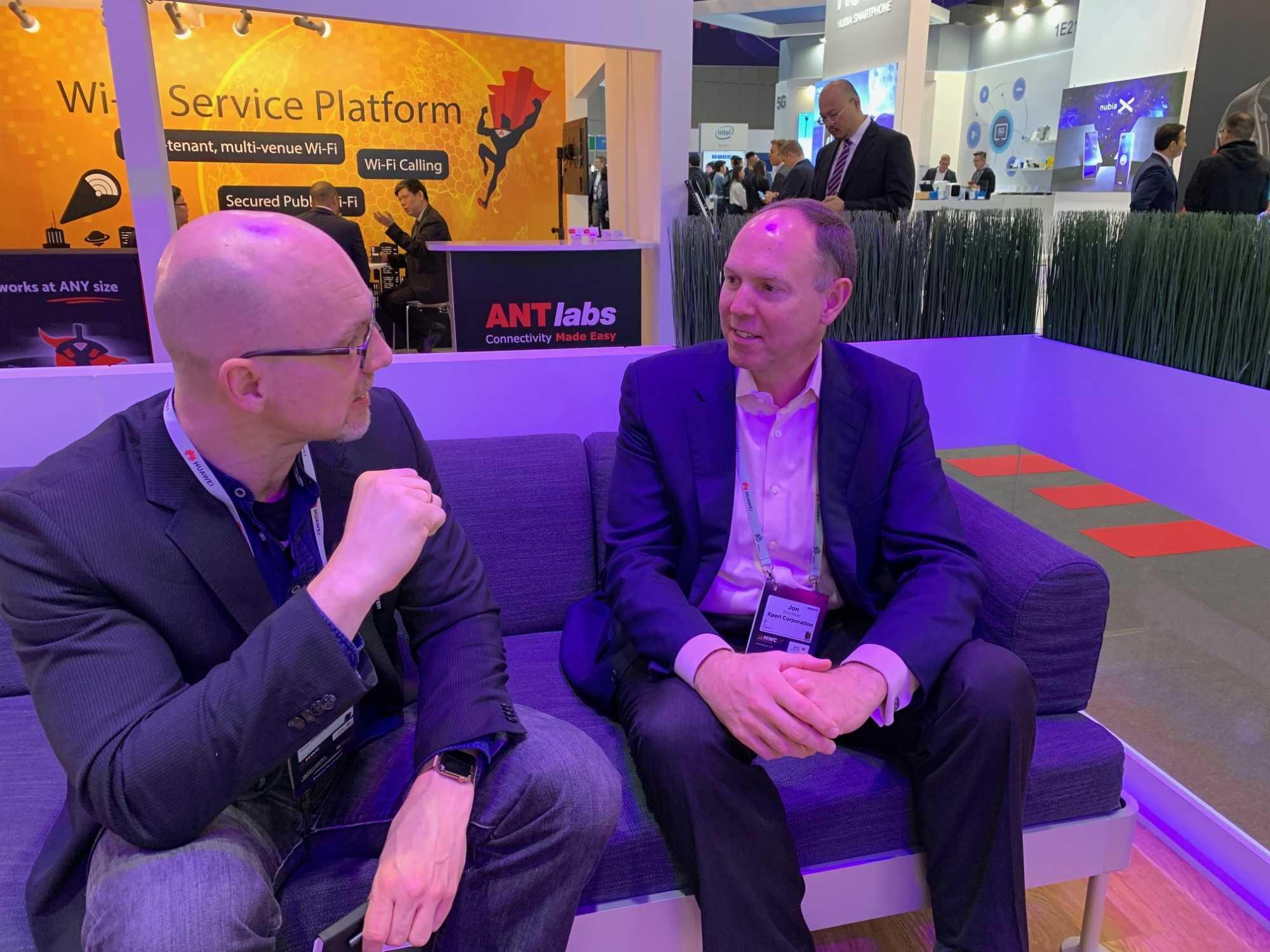 Der Autor im Gespräch mit Xperi-CEO Jon Kirchner.
