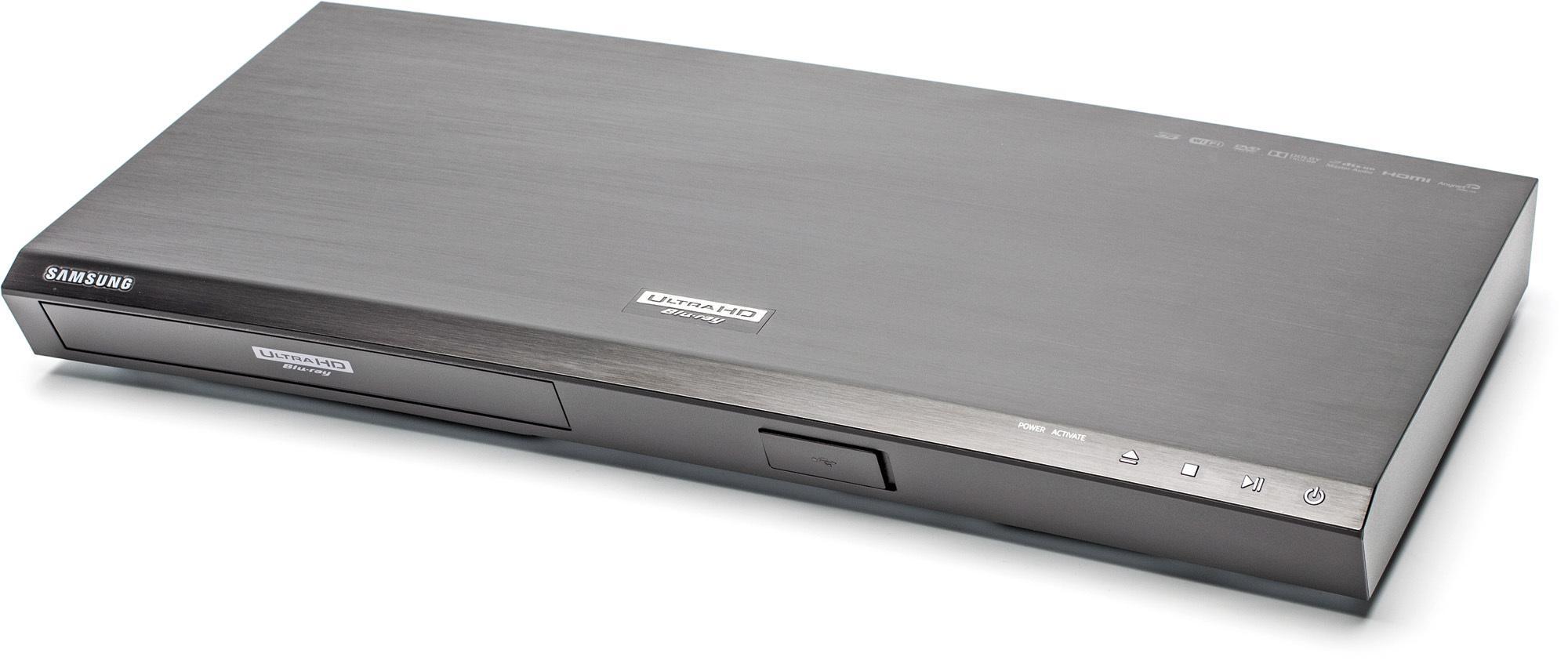 """Kein Knick in der Optik: Der Samsung UBD-K8500 kommt in einem """"Curved""""-Design daher."""