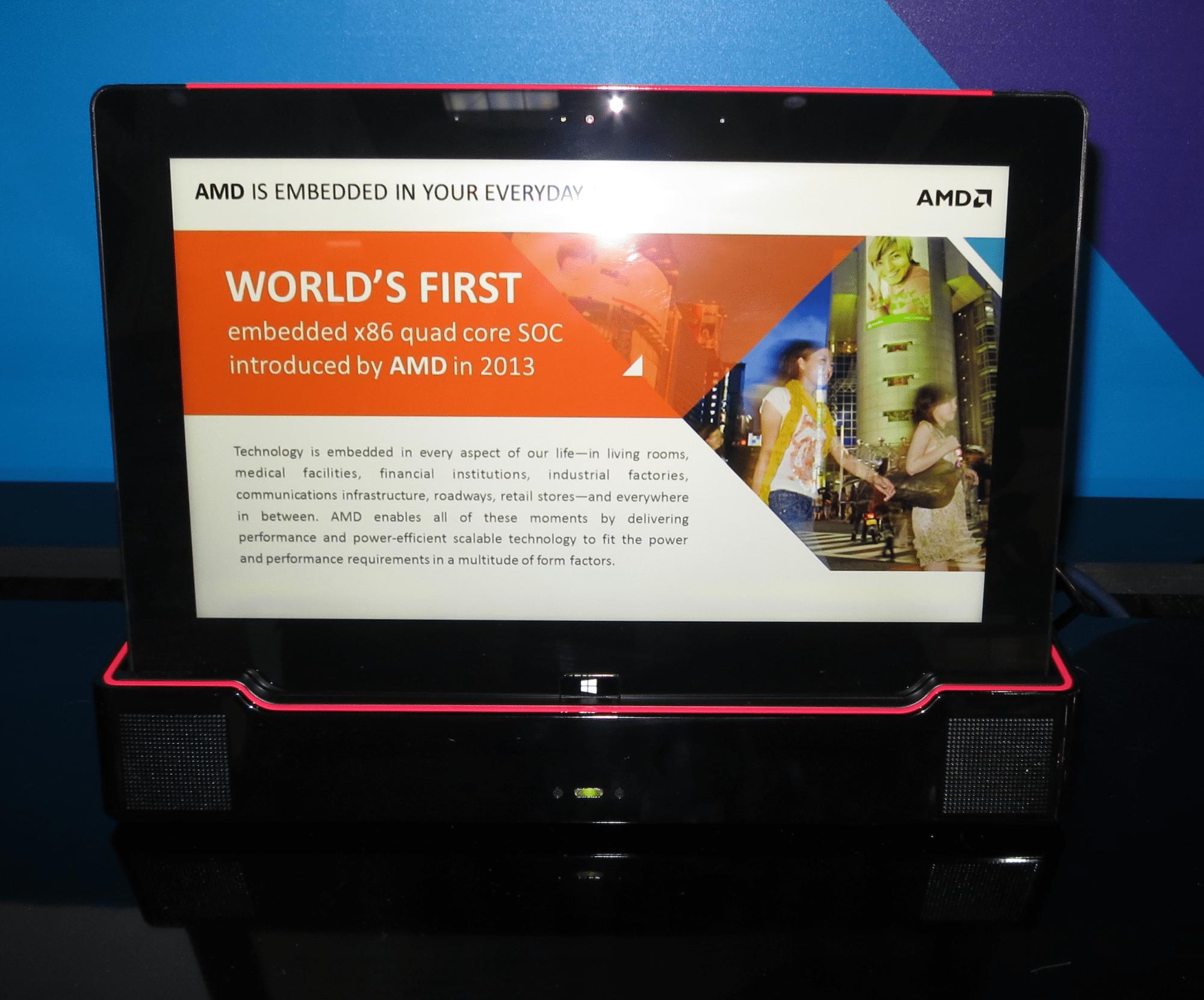 Angedockt in der Basisstation soll ein Mullins-Tablet als PC für einfache Aufgaben dienen.