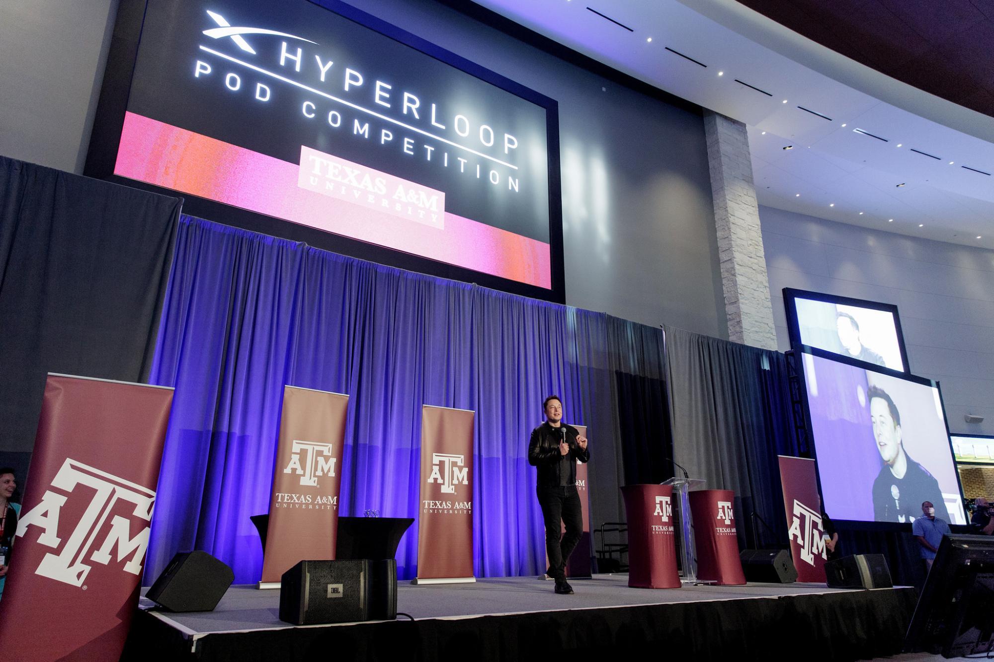 Bei der Auszeichnung der Teams war auch Elon Musk anwesend.