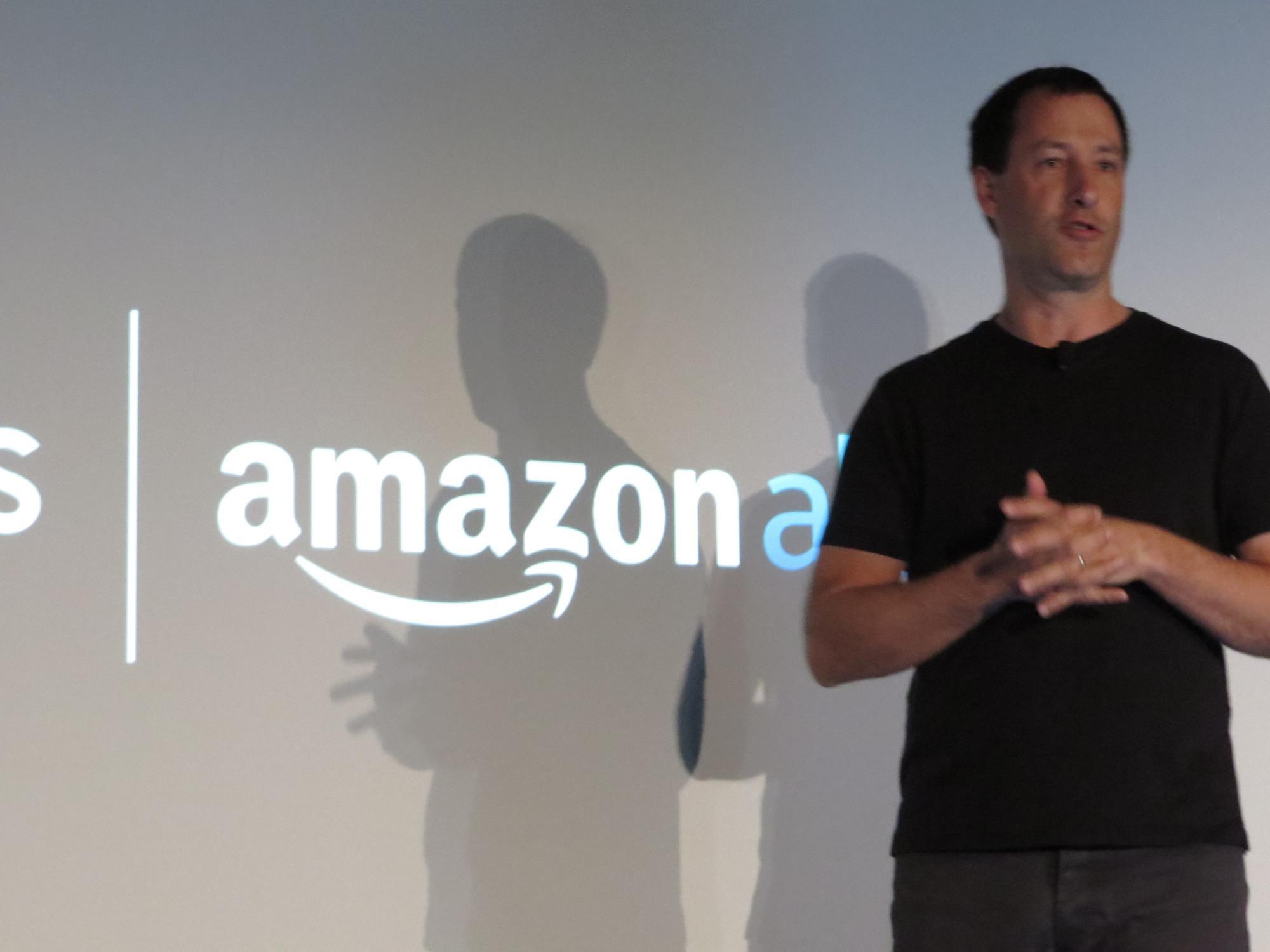 Laut Antoine Leblonde, Vice President Software, soll Alexa nur eine von vielen Sprachassistenten sein, mit denen man die Musikwiedergabe künftig steuern kann.