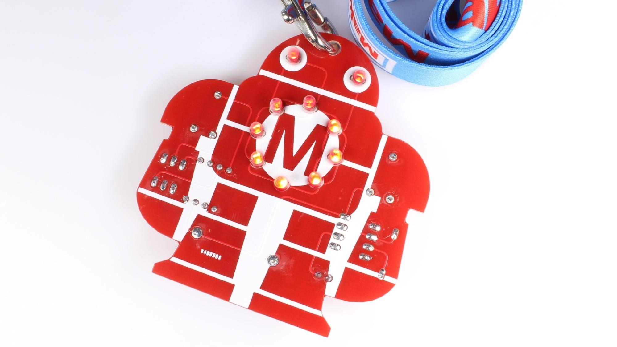 Rote Platine in Roboterform mit LEDs