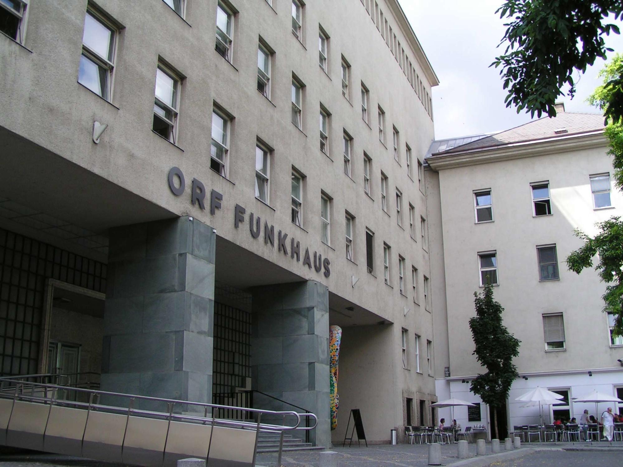 """Graues Gebäude mit Aufschrift """"ORF Funkhaus"""""""