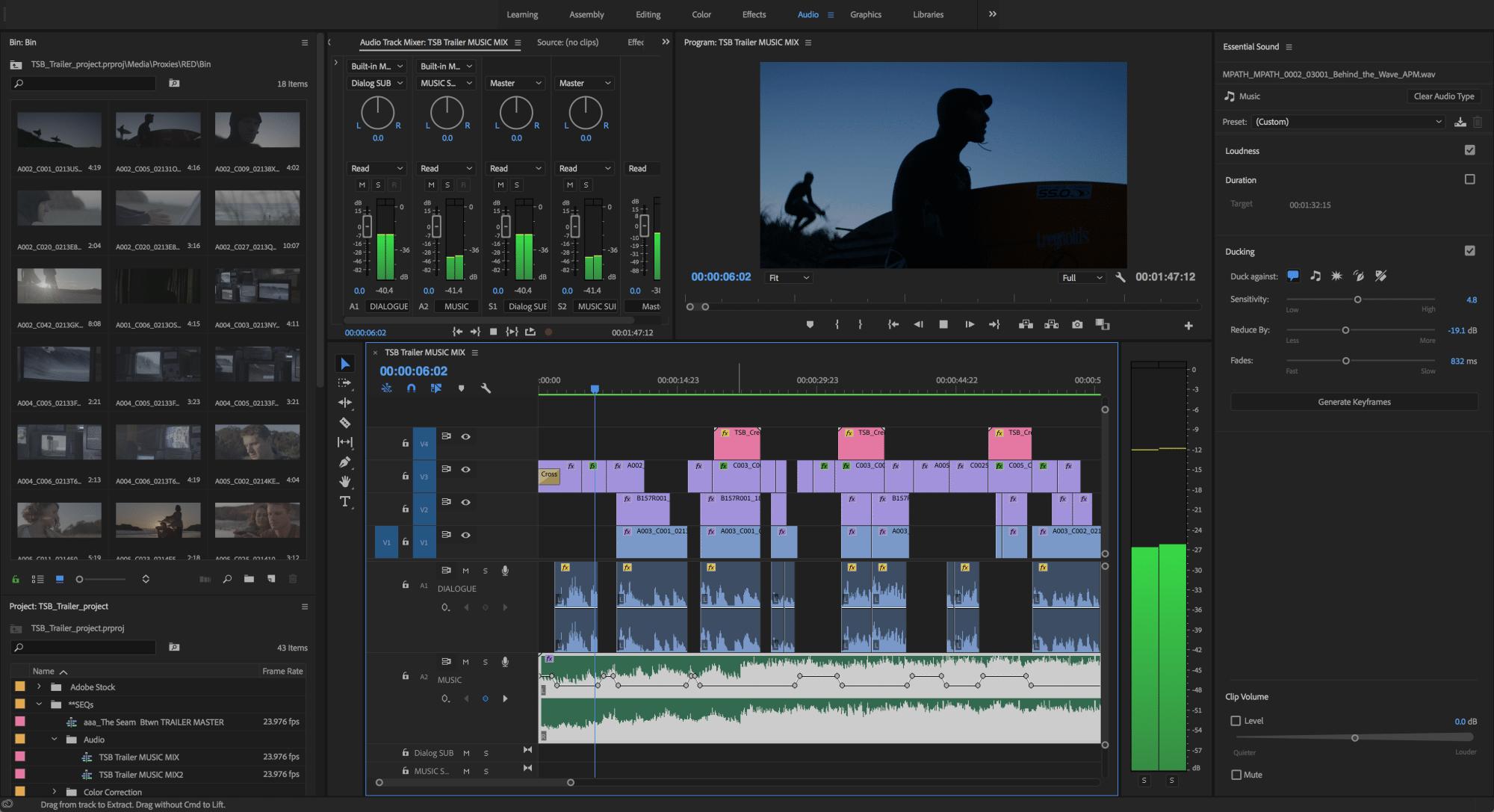 """Mit künstlicher Intelligenz senkt Audition CC beim """"Auto Ducking"""" die Lautstärke der Hintergrundmusik während Dialogpassagen ab."""