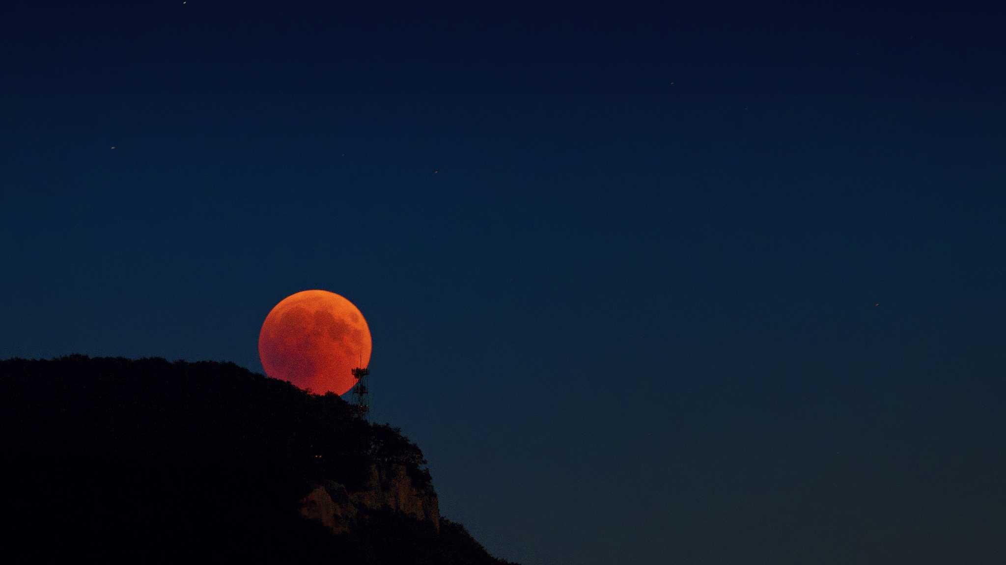 Mondfinsternis plus Mars: Himmelsspektakel nicht überall zu sehen