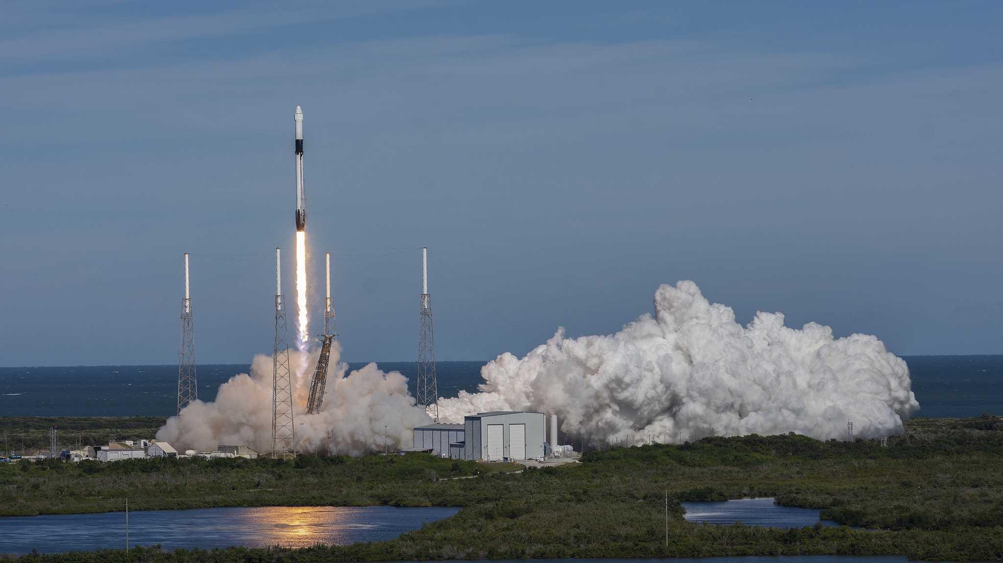 Rückschlag für SpaceX: Falcon 9 gestartet, erste Stufe fällt ins Meer