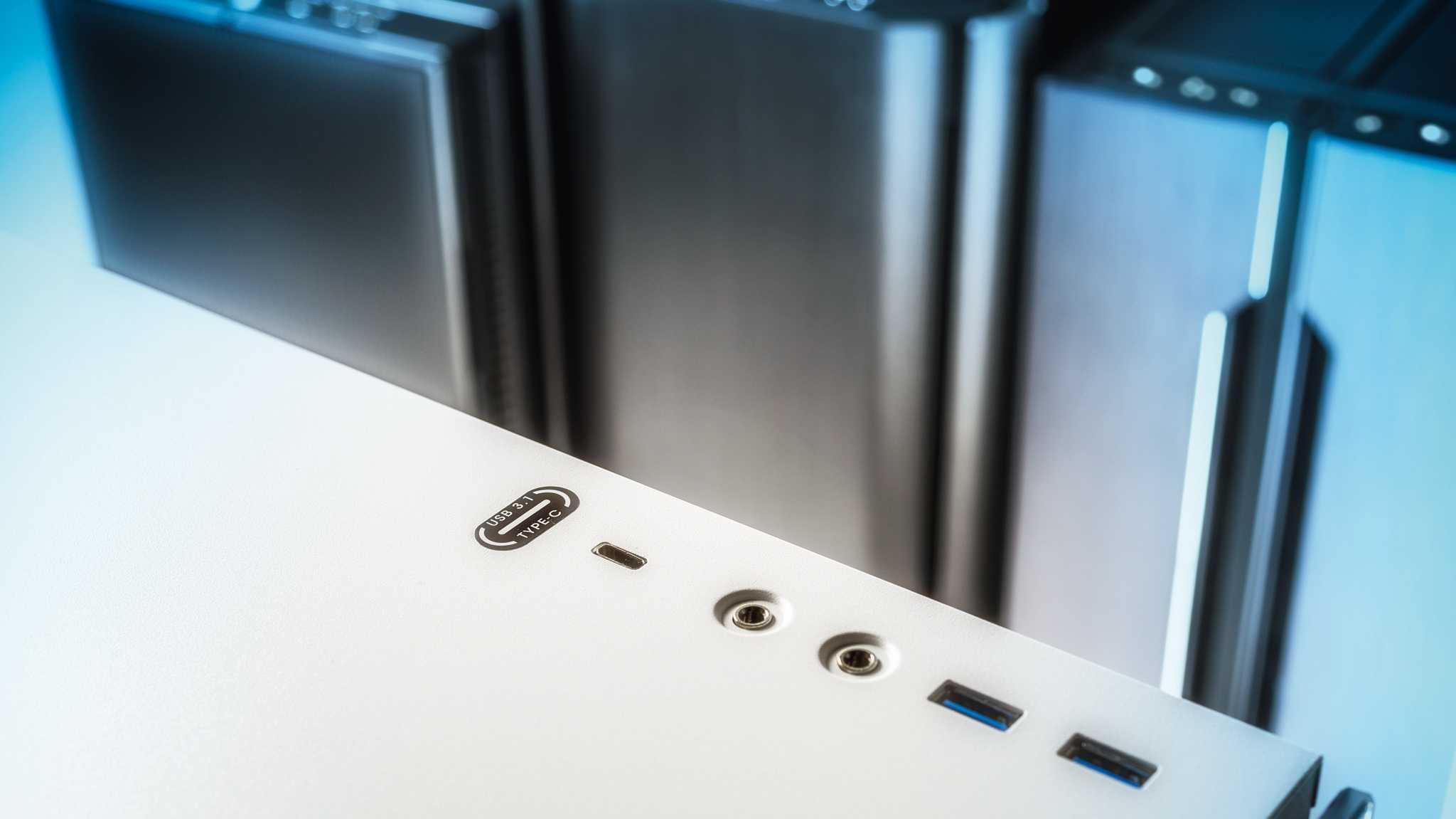 PC-Gehäuse mit USB-C-Anschluss: