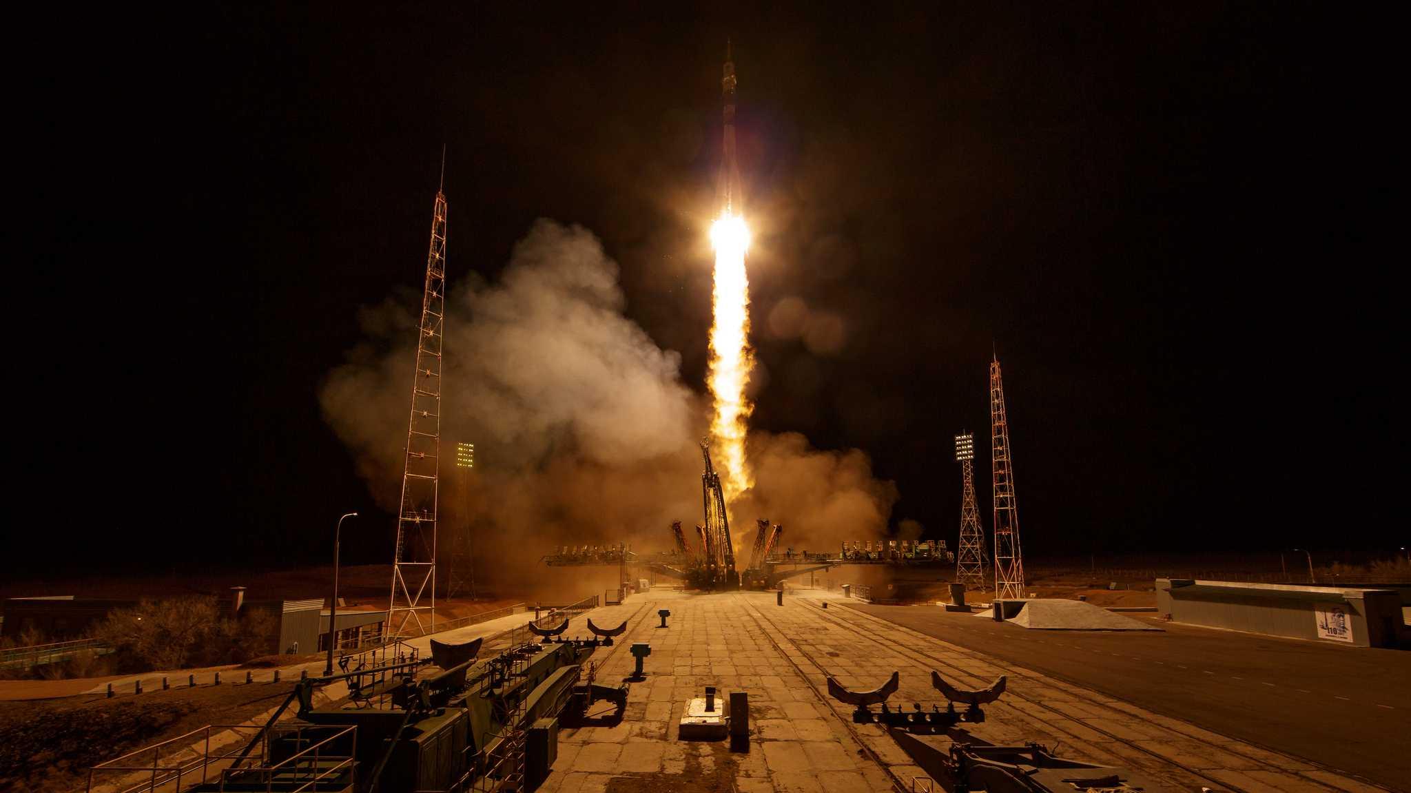 Im zweiten Anlauf: Drei Raumfahrer an der ISS angekommen