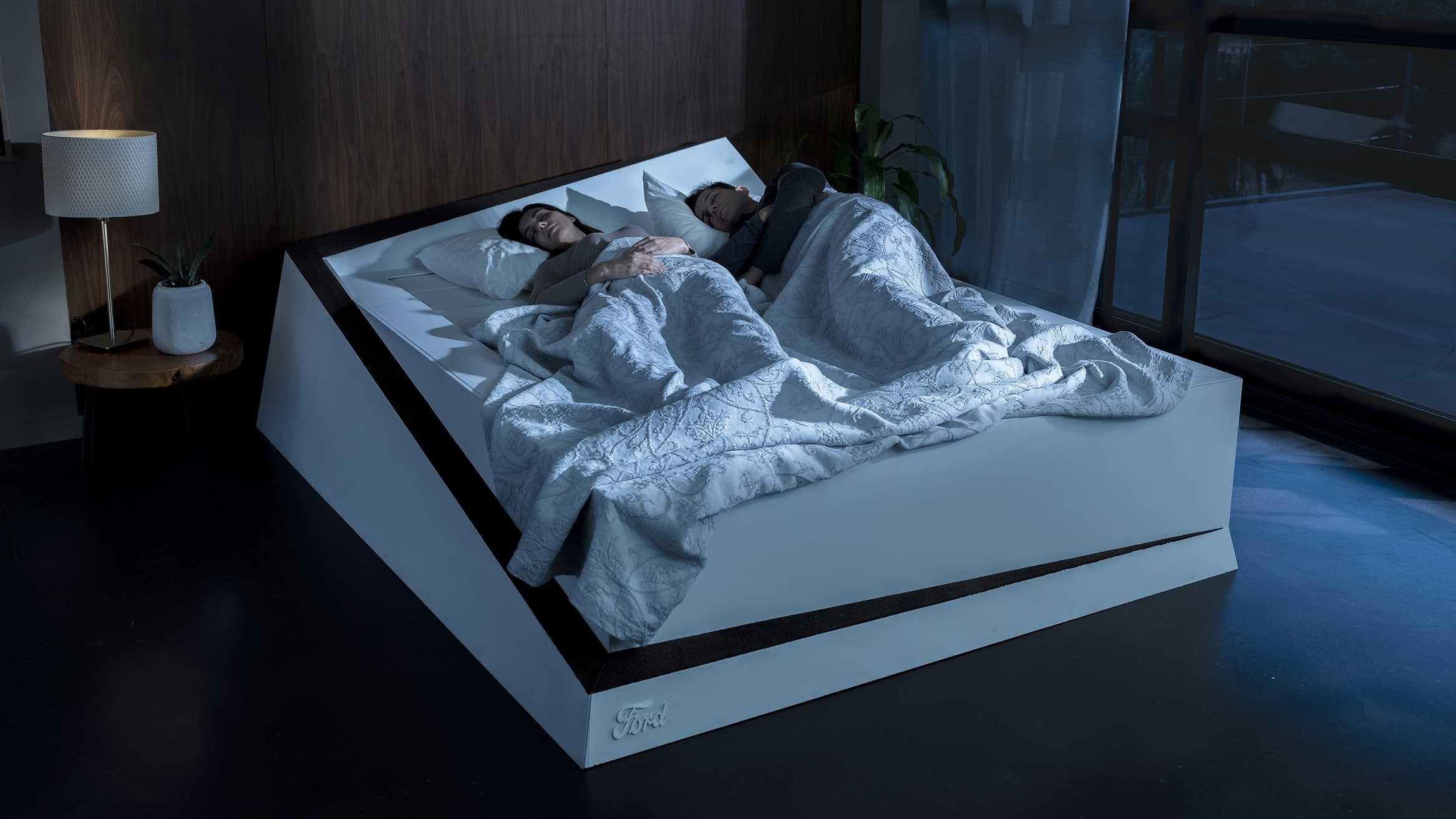 """Fords """"Spurhalte-Bett"""" sorgt für ausreichend Platz auf der Matratze"""