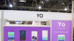 YO-Messestand