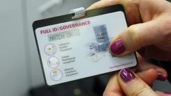 Ausweis mit integrierter Fingerabdruckprüfung
