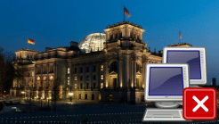 Deutscher Bundestag bei Nacht