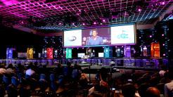 Bühne mit Rechnerschränken