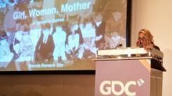 Brenda Romero präsentiert auf der Game Developers Conference in Köln