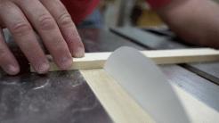 Holz sägen mit Papier