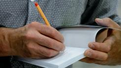 Autor signiert Buch