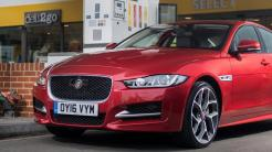 Benzin tanken im Jaguar mit Apple Pay