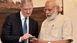 Apple-Chef Tim Cook mit dem indischen Premierminister Narendra Modi