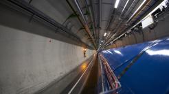 Teilchenbeschleuniger LHC läuft wieder: Die Jagd auf dunkle Materie