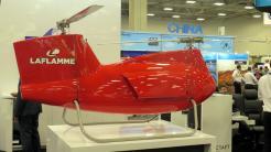 Kleiner roter Hubschrauber
