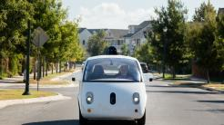 Selbstfahrende Google-Zweisitzer kommen von der Straße