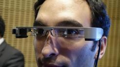Theater mit Untertiteln: Smart Glasses sollen Hörgeschädigten helfen