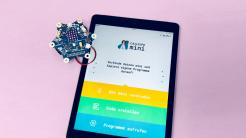 iPad mit geöffneter Calliope App und Mikrocontroller