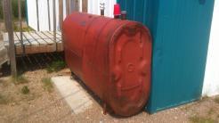 Roter Dieseltank für Heizung