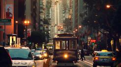 Straßenszene San Francisco mit Kabelstraßenbahn