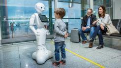 Roboter Josie hilft Passagieren am Flughafen