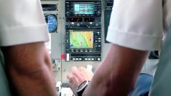 Flugzeug-Cockpit mit digitaler Landkarte
