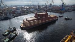 """Russland weiht umstrittenes """"schwimmendes Atomkraftwerk"""" ein"""
