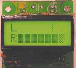 Die 30-stufige (lineare) ACV-Pegelanzeige bei Anschluss eines PM8-Panels reicht von –20 bis +6 dB. Der 0-dB-Punkt ist durch eine gestrichelte Linie gekennzeichnet, er entspricht –6 dB der digitalen Vollaussteuerung. Bei Übersteuerung wird das rechte Kästchen schraffiert.
