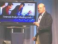 Der Microsoft-Chef war während seines Vortrags auf dem Analystentreffen viel in Bewegung
