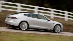 Tesla: Verlust vergrößert, Absatzziele bekräftigt