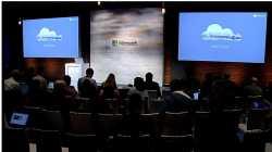 Viele leere Stühle beim Cloud Briefing