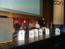 Der Historiker Andreas Kuczera (ganz rechts) wünscht den Wikipedianern mehr Selbstbewusstsein und namentlich gekennzeichnete Artikel. Wikipedianer wie Debora Weber-Wulff (links) sind jedoch skeptisch.